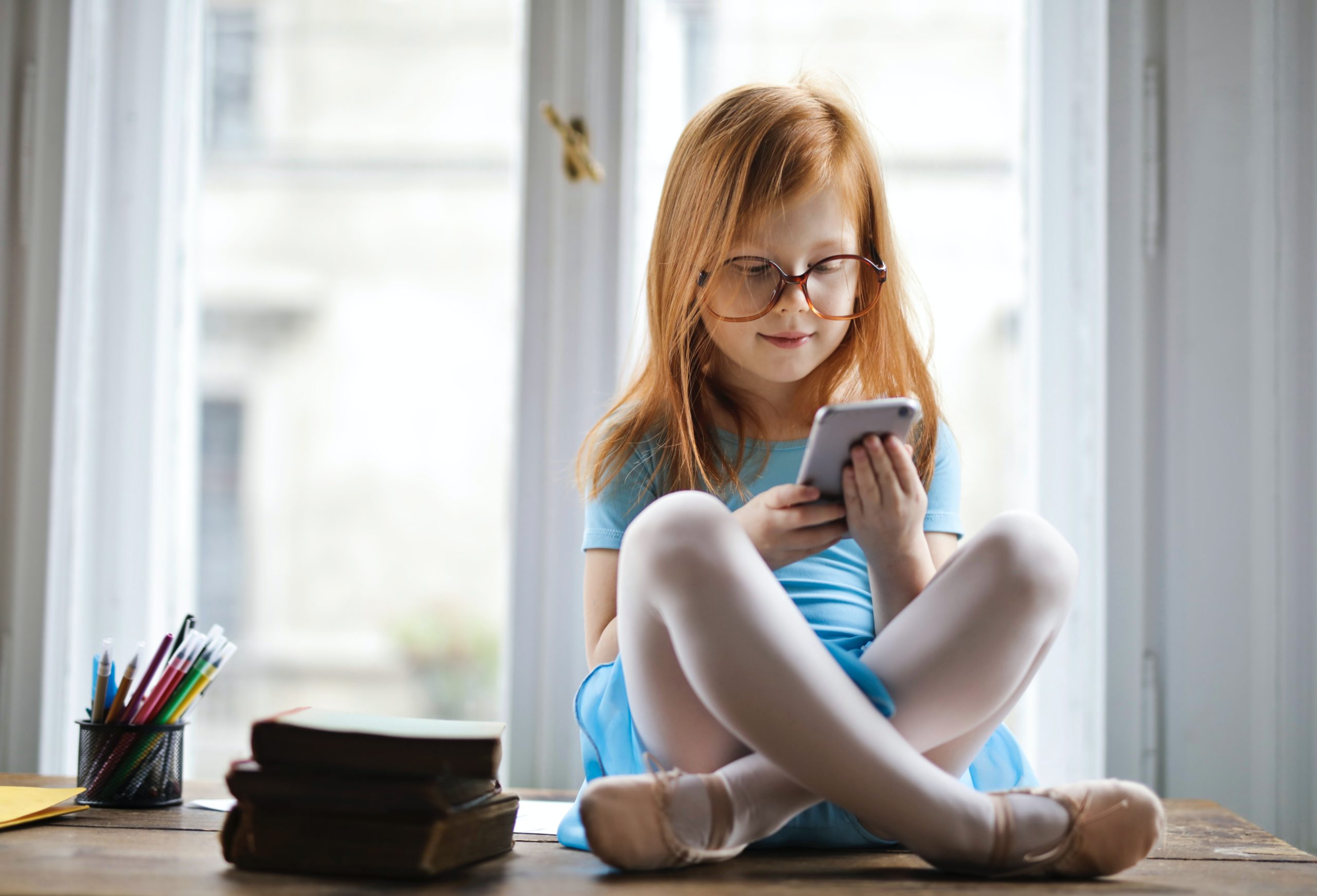 Kinder nutzen das Internet