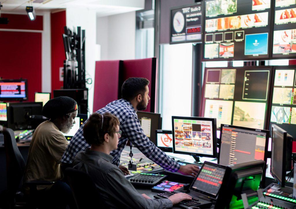Newsrooms für den schnellen Austausch von Informationen werden auch bei der APA eingesetzt.
